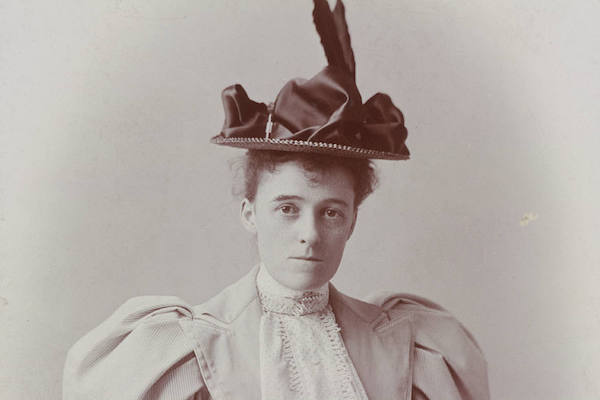 a biography of edith wharton Edith wharton biography - born edith newbold jones, to a wealthy new york family, edith combined her insights into the privileged classes with her natural wit to write books and short fiction notable for their humor and incisiveness.