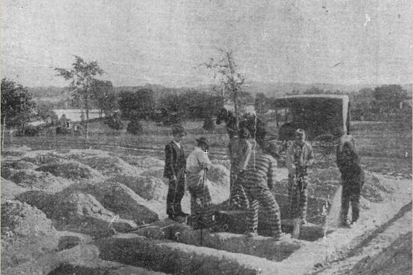 Chain gang burial in the potters' field, 1904  Convicts working in the potters' field in Reservation 13 from the 9/25/04